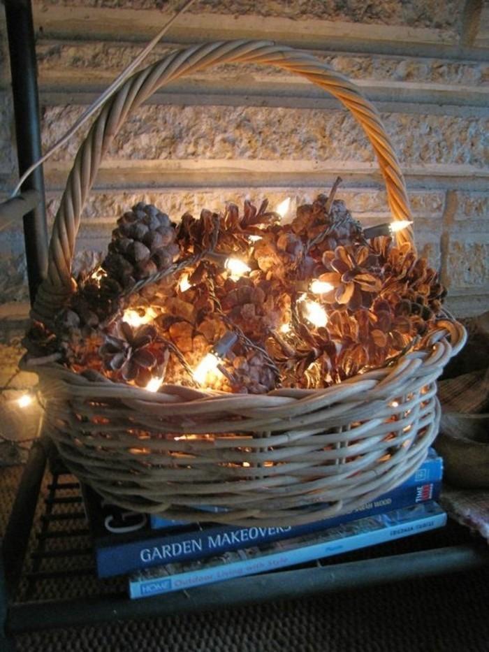 decoration-noel-panier-pommes-de-sapin-guirlande-lumineuse