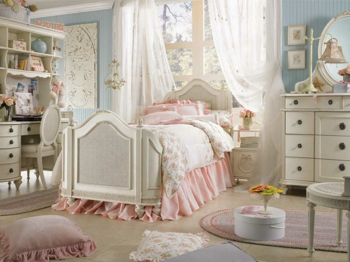 decoration-shabby-chic-chambre-fille-coussins-roses-peluches