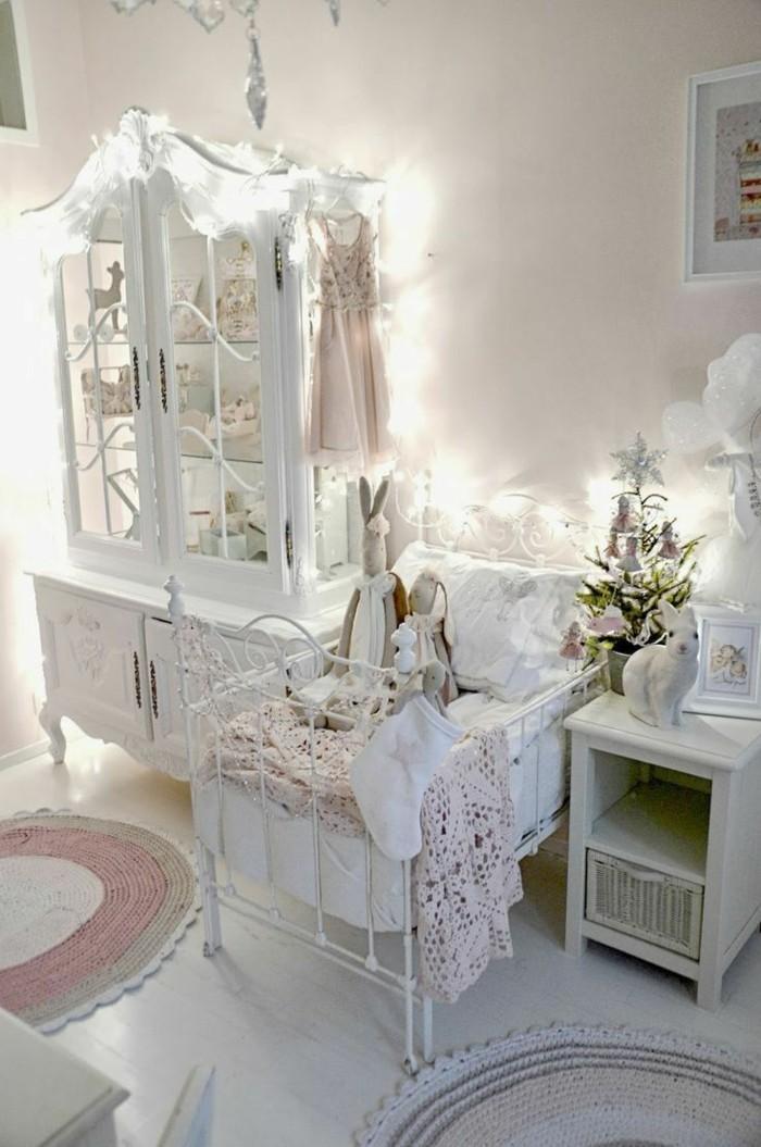 decoration-shabby-chic-lapins-decoratifs-guirlande-lumineuse-lit-de-bebe