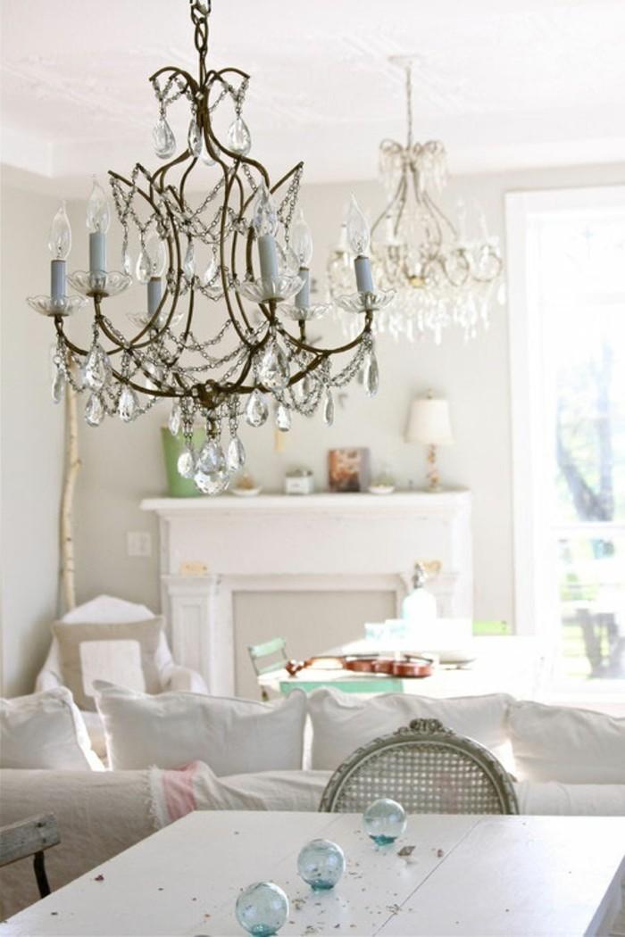 decoration-shabby-chic-lustre-en-cristaux-lumiere-cheminee-decorative
