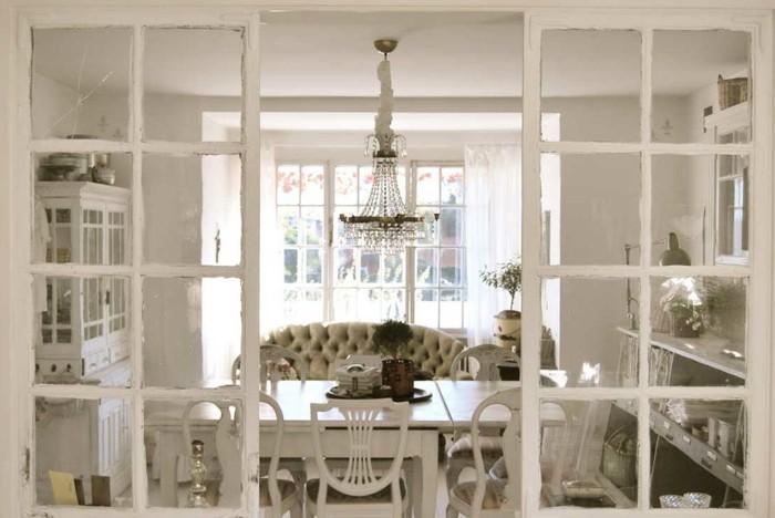 decoration-shabby-chic-salle-a-manger-chaises-en-bois-lustre-en-cristaux