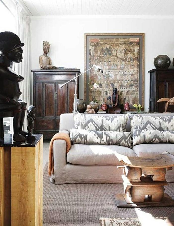 deco-africaine-canape-table-en-bois-statuettes
