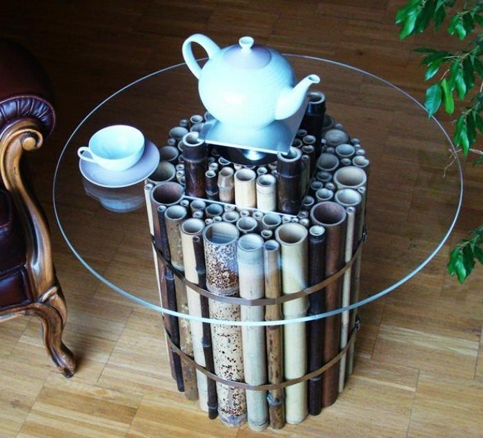 deco-bambou-table-en-verre-boire-du-cafe-tasse-fauteil-en-cuir