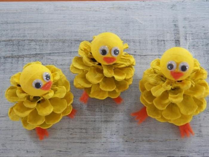 deco-de-noel-a-fabriquer-petits-oiseaux-en-pommes-pin-jaunes