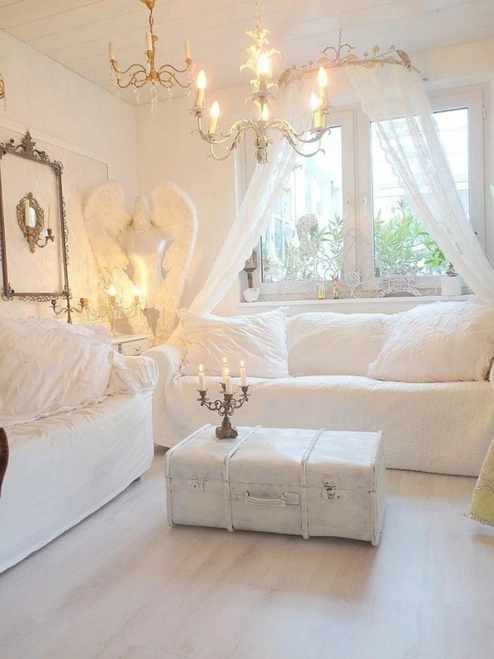 deco-romantique-valise-tranformee-en-table-lustre-a-bougies-mannequin-ange