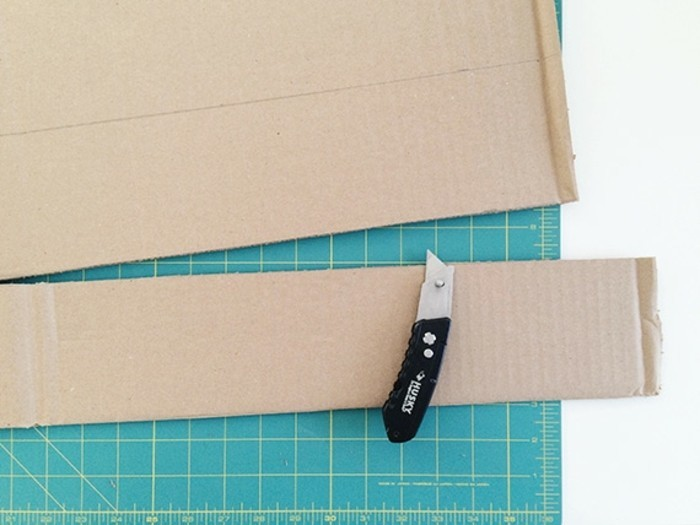 decouper-la-bordure-pour-assembler-la-figure-du-chat-idee-comment-faire-une-pinata-resized