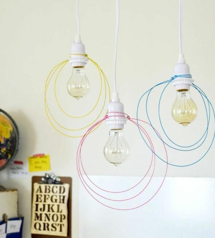 des-cables-multicolores-utilises-pour-fabriquer-un-abat-jour-deco-piece-originale