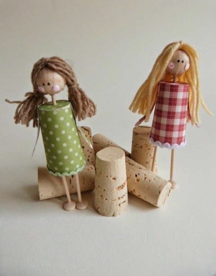 des-figurines-petites-filles-poupee-bouchon-liege