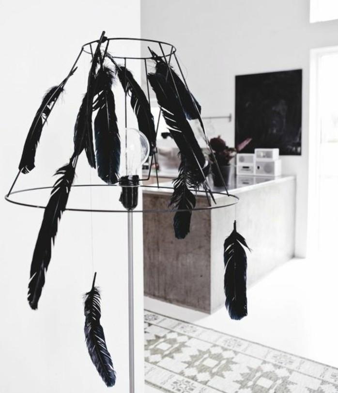 diy-abat-jour-avec-des-plumes-noires-idee-comment-fabriquer-un-luminaire-soi-meme