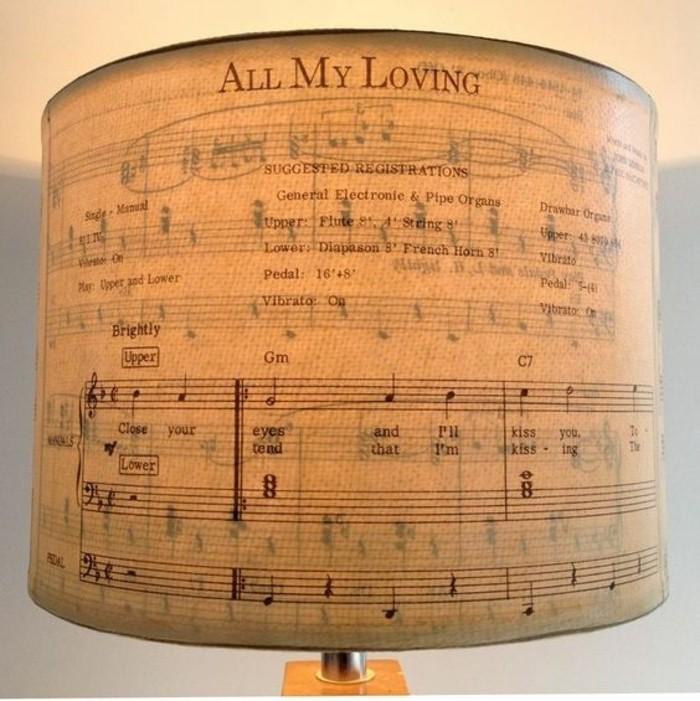 diy-abat-jour-pour-les-amateurs-de-la-musique-partition-de-notes-en-guise-d-abat-jour