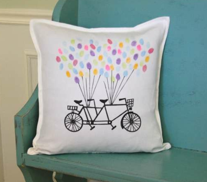 diy-coussin-decoration-velo-ballons-multicolores-dessins