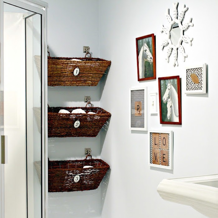 etageres-salle-de-bain-meuble-colonne-rangement-caisse-en-bois-deco-panier-osier-rangements-toilettes-suspendu