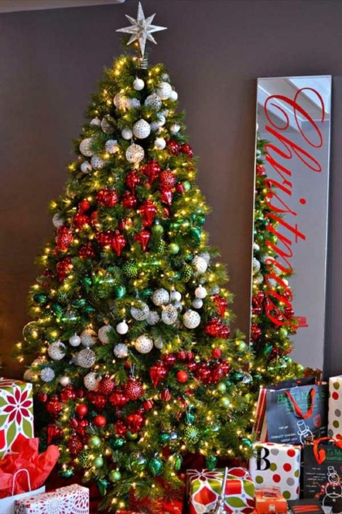 75 photos de sapin de Noël décoré pour allumer votre imagination