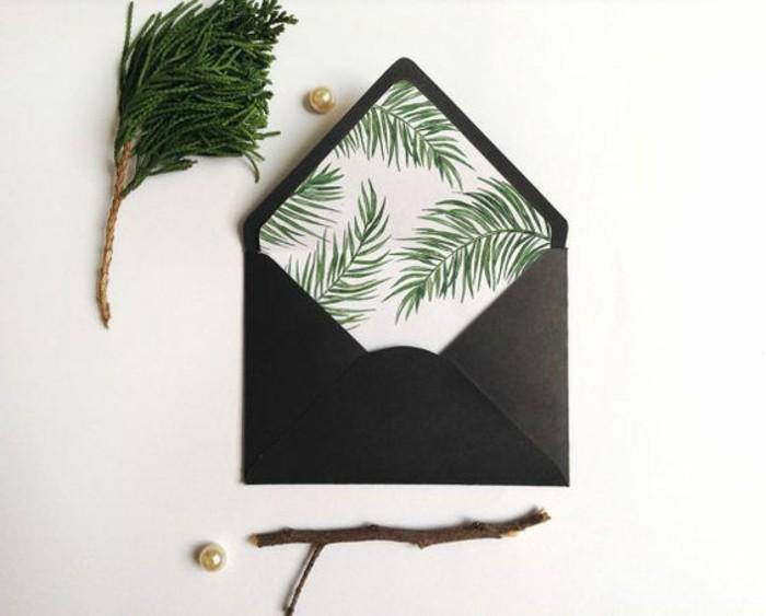 enveloppe-noire-customisee-avec-un-liner-a-motifs-de-branches-de-de-pin-comment-fabriquer-une-enveloppe
