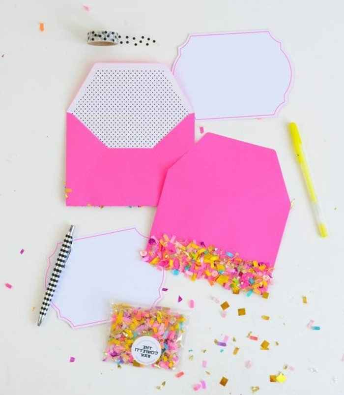 enveloppe-rose-decoree-de-confettis-comment-fabriquer-une-enveloppe-et-puis-la-decorer