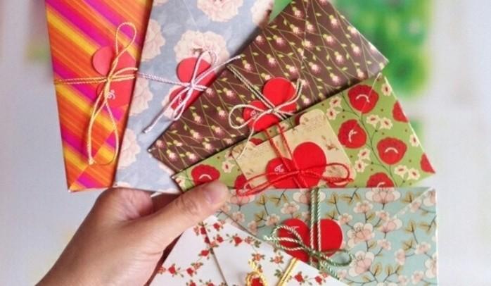 enveloppes-de-saint-valentin-a-motifs-floraux-decores-de-coeurs-idee-pour-fabriquer-une-enveloppe