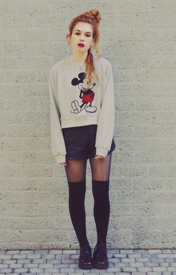 esprit-grunge-chaussettes-montantes-par-dessus-collant-shorts