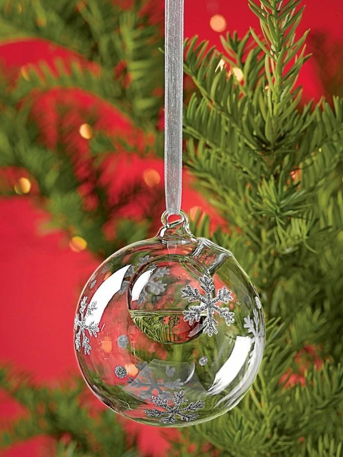 excellence-rouge-et-vert-decoration-sapin-de-noel-beaute-des-details