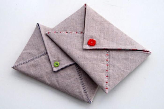 exemple-d-enveloppes-en-tissu-grises-fabriquer-une-enveloppe-fabrique-a-coudre