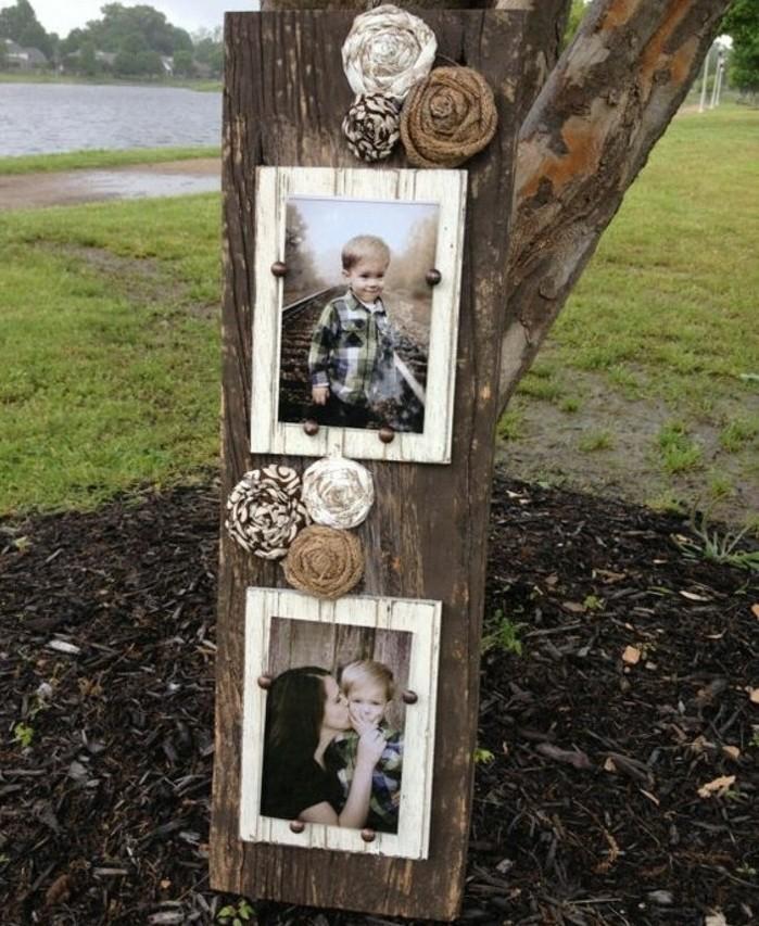 exemple-de-cadeau-fete-des-meres-idee-cadre-photo-vintage-en-bois-sur-une-planche-en-bois-use-photo-mere-et-son-fils