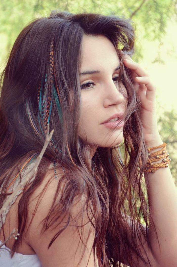 La plume dans les cheveux un accessoire pour les femmes - Plume dans les cheveux ...