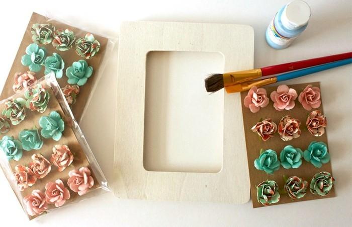 fabriquer-cadre-photo-florale-le-materiel-necessaire-fleurs-artificielles-peinture-pinceau-cadre-en-bois