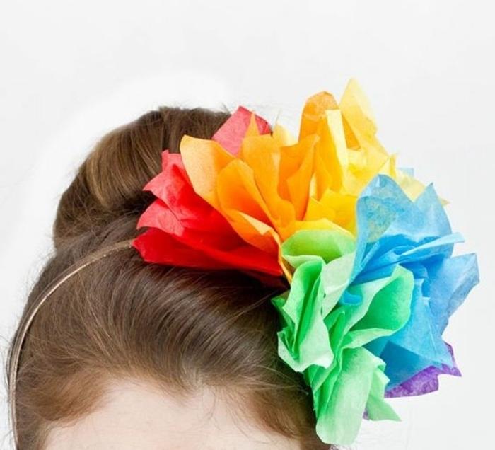 fabriquer-des-fleurs-en-papier-de-soie-un-serre-tete-decore-de-quelques-fleurs-de-couleurs-diverses