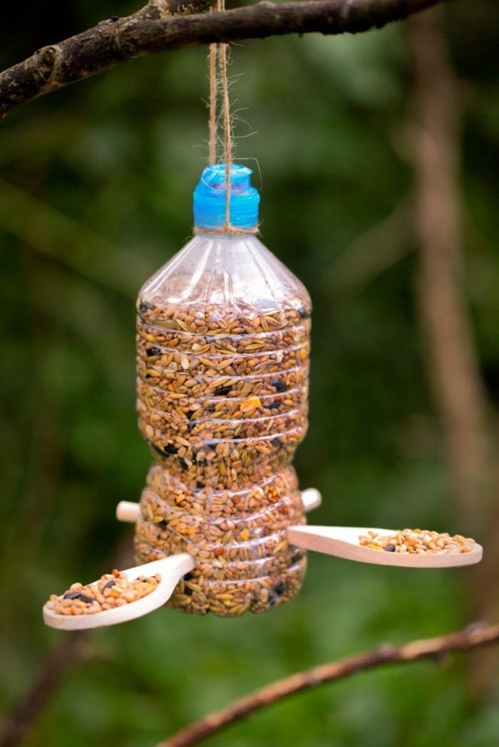 fabriquer-mangeoire-oiseaux-bouteille-plastique-creativite-amour-vers-la-nature-et-les-oiseaux