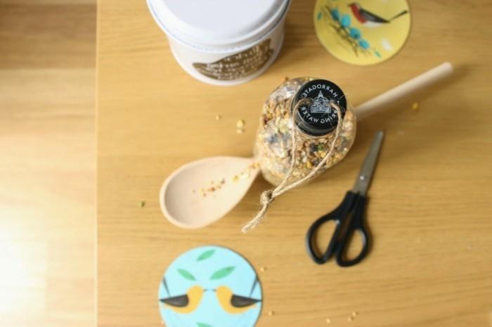 fabriquer-mangeoire-oiseaux-bouteille-plastique-materiaux-et-pas-a-suivre