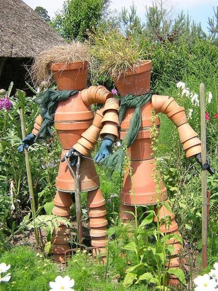 fabriquer-un-epouvantail-en-pots-de-fleurs-original