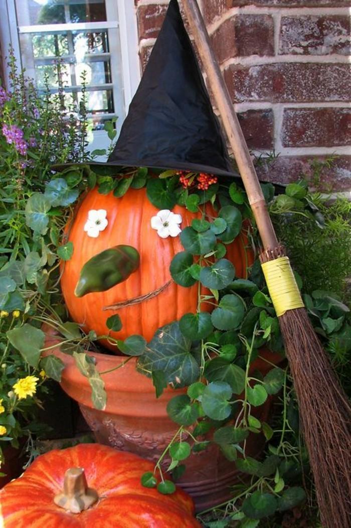 fabriquer-un-epouvantail-halloween-avec-quelques-citrouilles