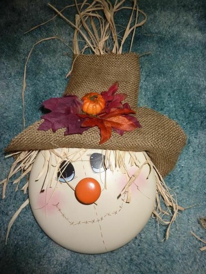 fabriquer-un-epouvantail-un-chapeau-avec-feuilles-seches
