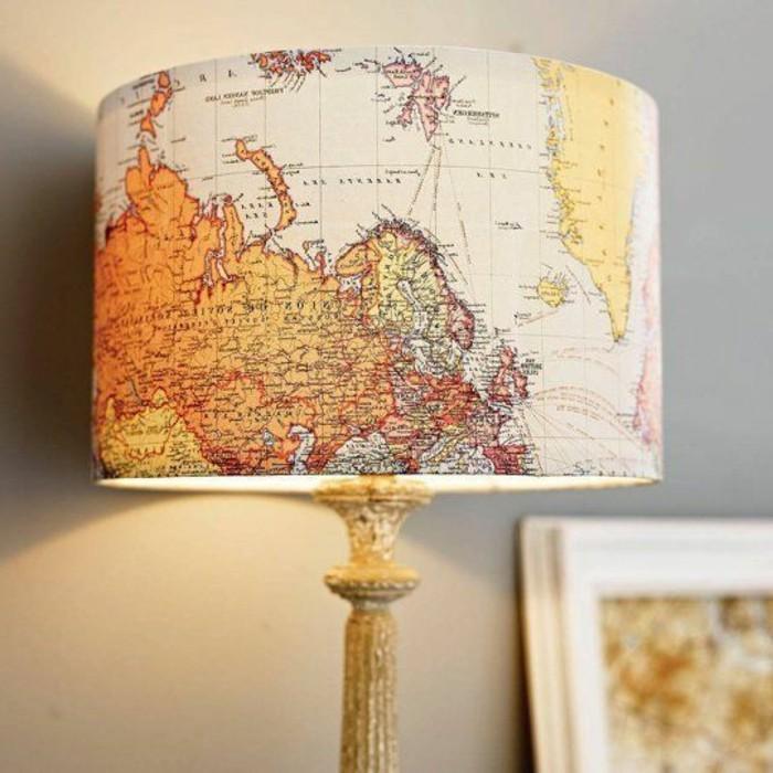 fabriquer-un-abat-jour-idee-pour-un-luminaire-fabrique-de-papier-carte-geograpgique