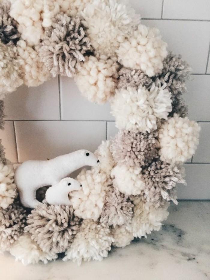 fabriquer-un-pompon-ours-blancs-famille-guirlande-en-boules