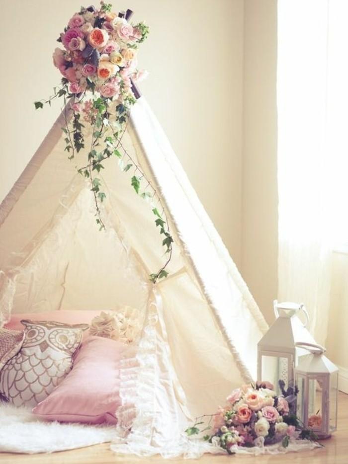 fabriquer-un-tipi-interieur-decoration-de-fleurs-coussins-rose-tapis-blanc-ambiance-romatique