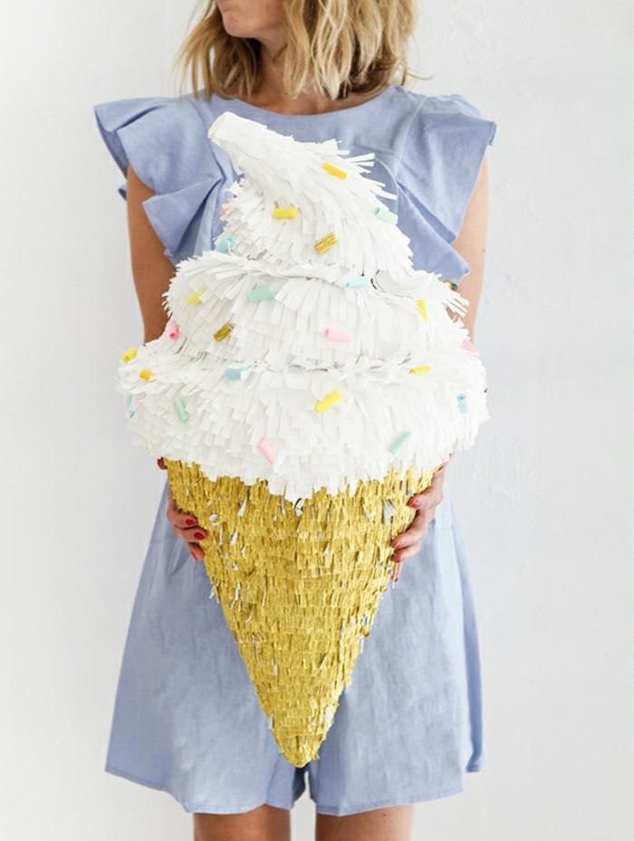 fabriquer-une-pinata-en-forme-de-glace-idee-de-pinata-coloree-pour-une-occasion-speciale