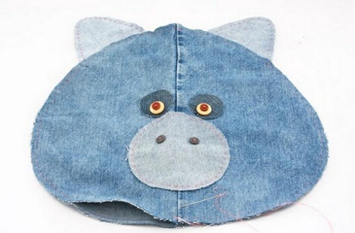 faire-un-coussin-coudre-pour-finir-le-projet-en-jeans
