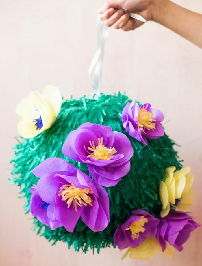 faire-une-pinata-coloree-decoration-de-fleurs-de-papier-crepon-idee-diy-d-anniversaire