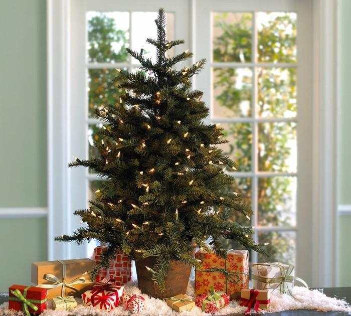 festiv-habiller-la-salle-avec-sapin-de-noel-decore-lumieres-guirelande
