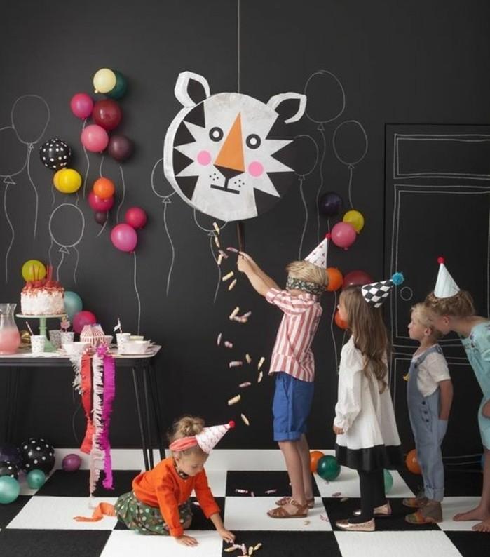 fete-d-anniversaire-avec-pinata-idee-pour-faire-une-pinata-joyeuse-pour-enfants