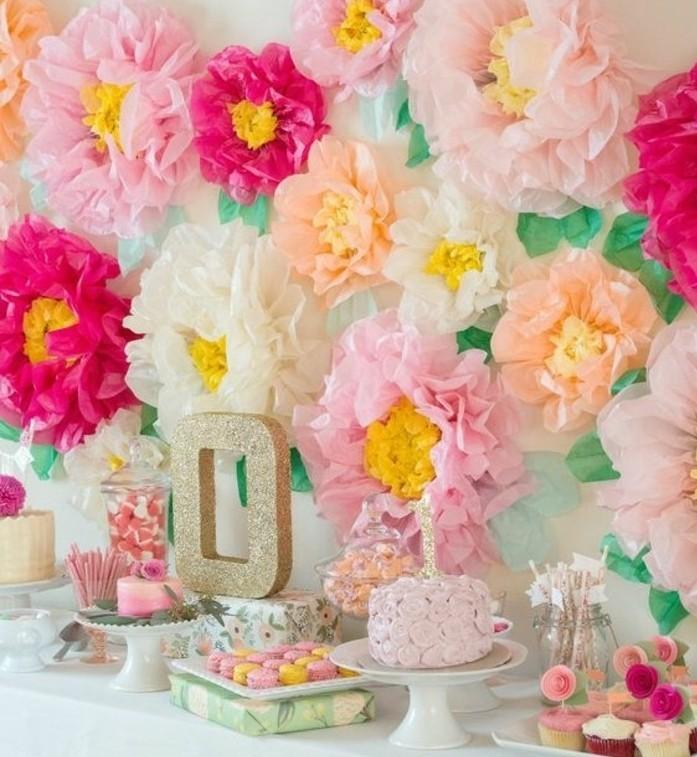 fleur-papier-de-soie-comme-deco-anniversaire-charmante-et-esthetique-a-fabriquer