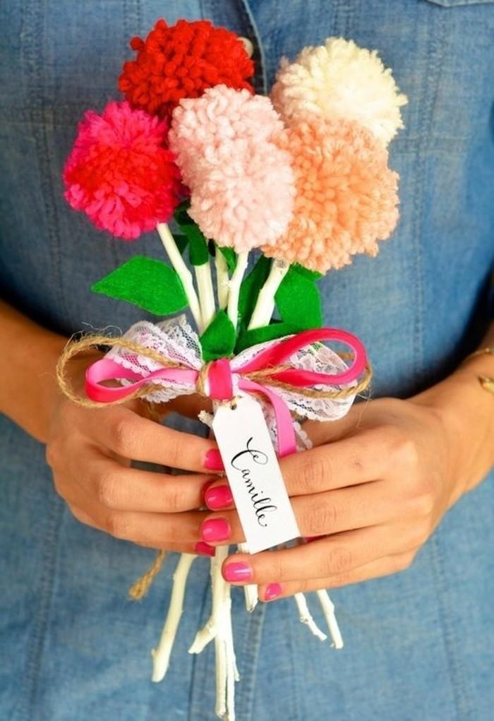fleur-pompon-bouquet-de-fleurs-ruban-rose-et-doree