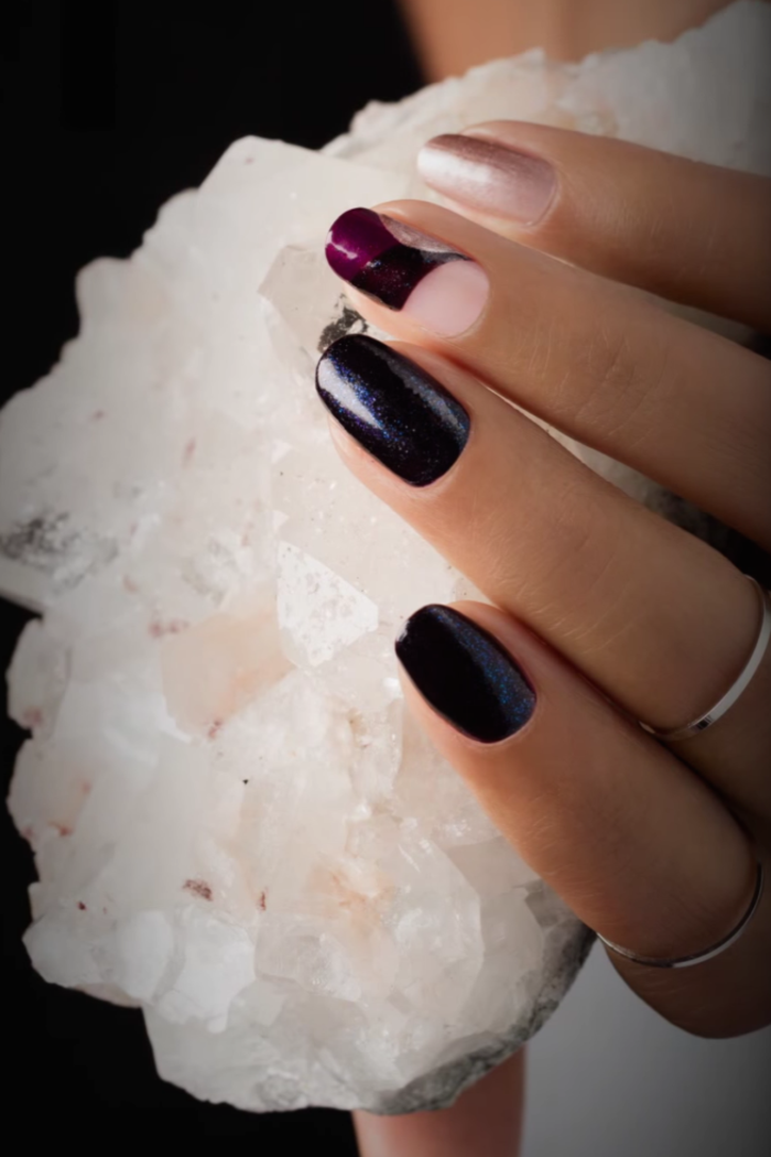 french-manucure-noel-idee-de-manucure-violet-et-rouge