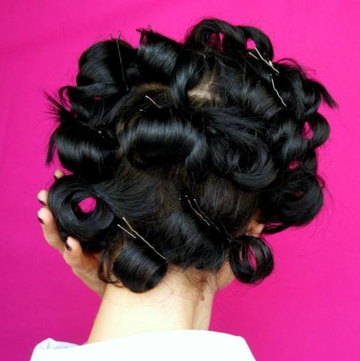 friser-ses-cheveux-naturellement-avec-pinces-et-papillotes