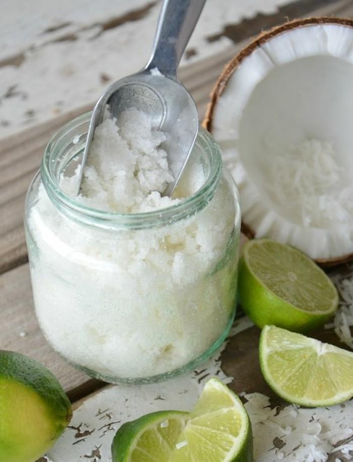 gommage-naturel-a-base-de-huile-de-noix-de-coco-et-du-sucre