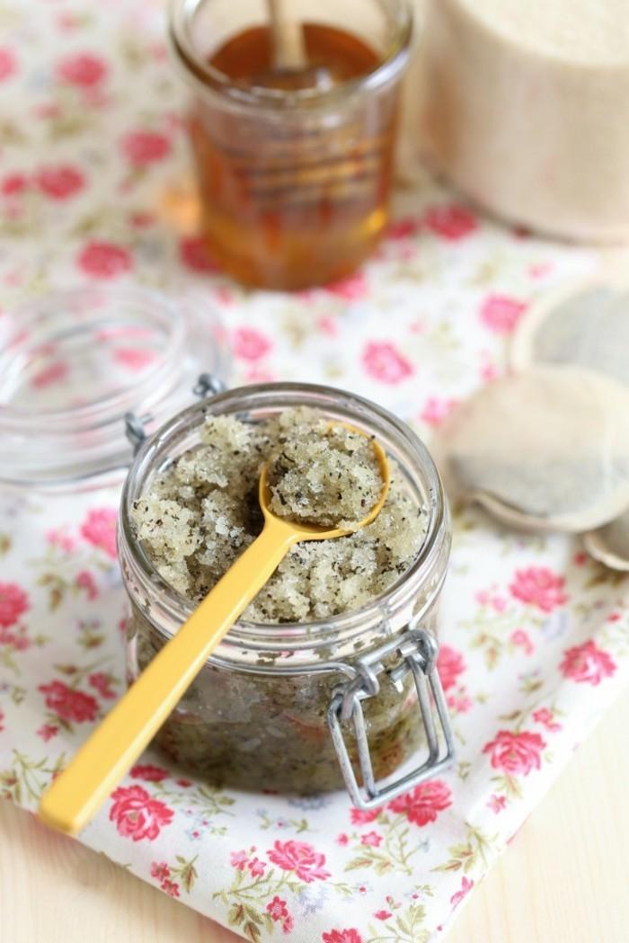 gommage-sucre-miel-avec-du-the-vert