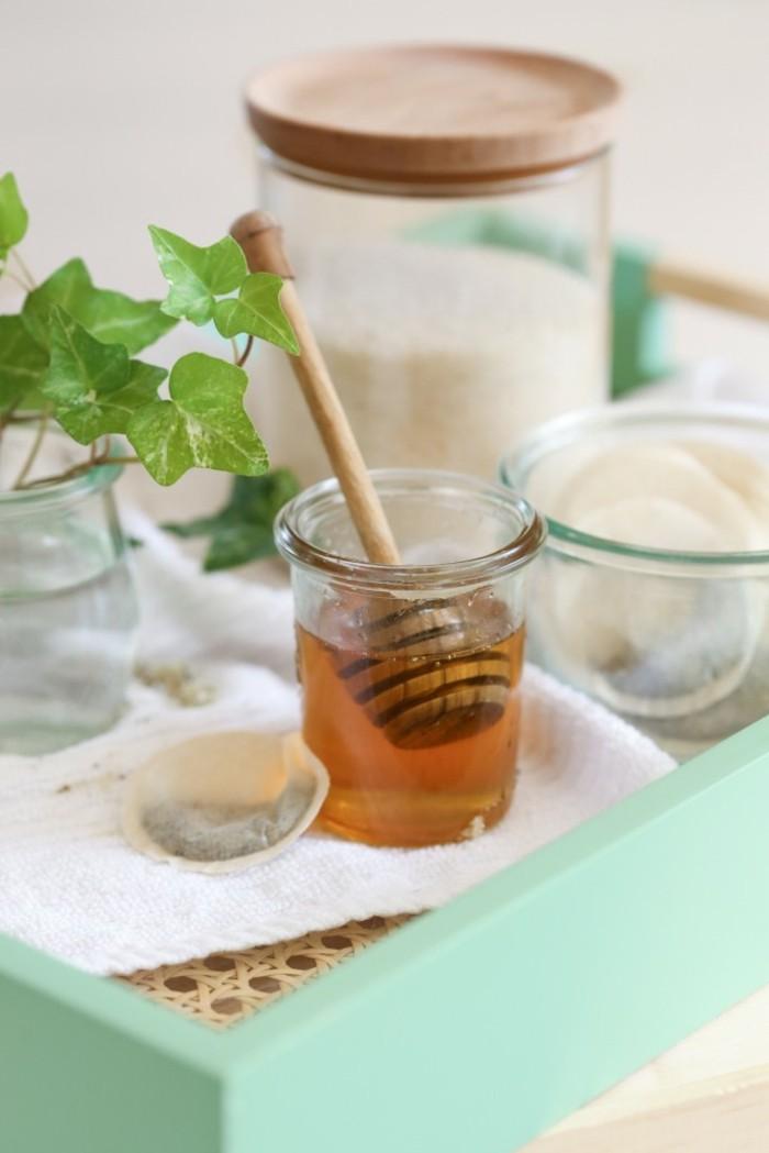 gommage-visage-fait-maison-the-vert-et-miel-exfoliant