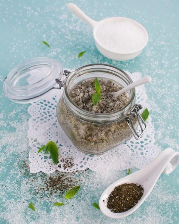 gommage-visage-maison-exfoliant-fait-de-thé-vert-et-sucre-rouc