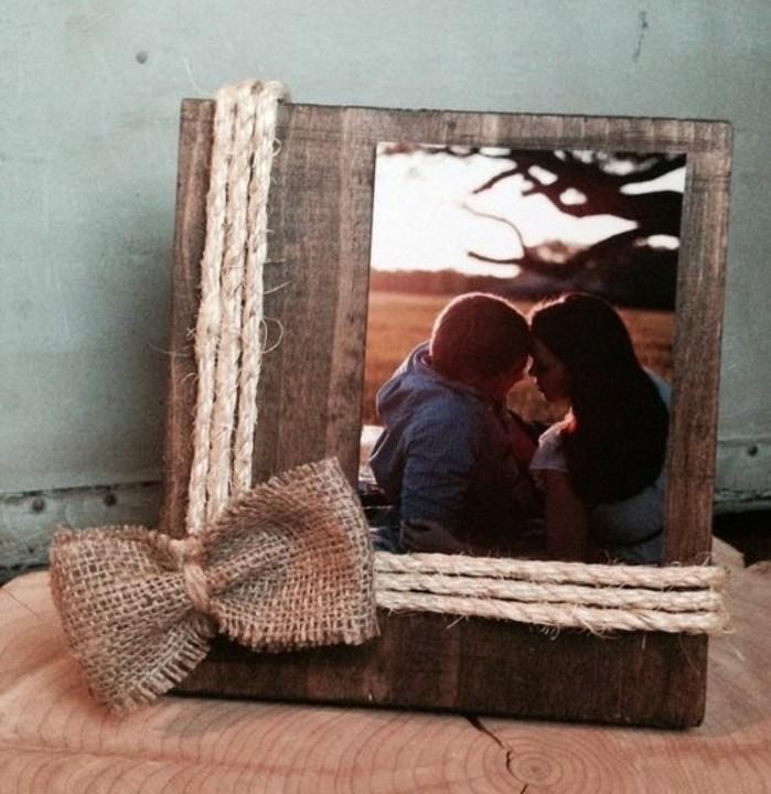fabriquer un cadre photo 60 id es pour un objet valeur sentimentale. Black Bedroom Furniture Sets. Home Design Ideas