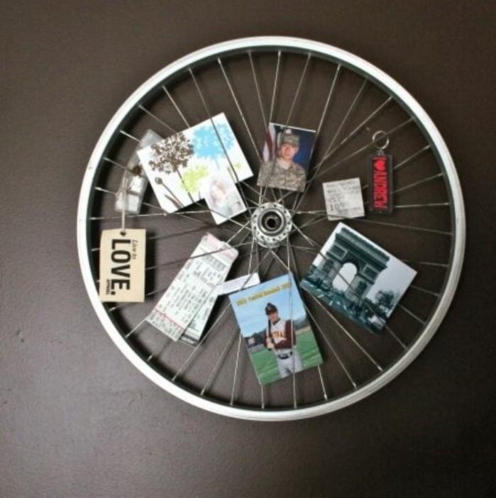 idee-cadre-photo-une-vieille-roue-en-guise-de-cadre-photo-une-suggestion-affichage-photos-a-faire-soi-meme